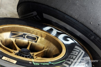 Pirelli tyres for Romain Grosjean, Lotus F1 Team
