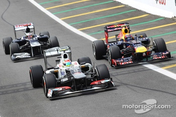 Sergio Perez, Sauber, Mark Webber, Red Bull Racing and Pastor Maldonado, Williams come into the pits