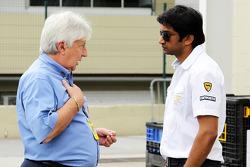 F1: Herbie Blash, FIA Delegate with Narain Karthikeyan, Hispania Racing F1 Team