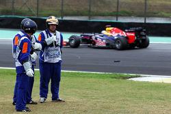 Sebastian Vettel, Red Bull Racing passes marshalls