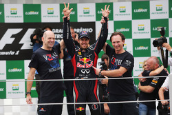 Sebastian Vettel, Red Bull Racing celebrates winning the World Championship with Adrian Newey, Red Bull Racing Chief Technical Officer, and Christian Horner, Red Bull Racing Team Principal (Right)