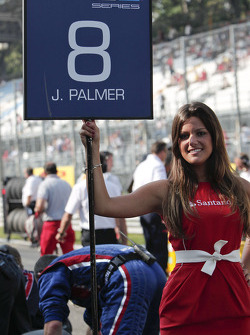 GP2 grid girl