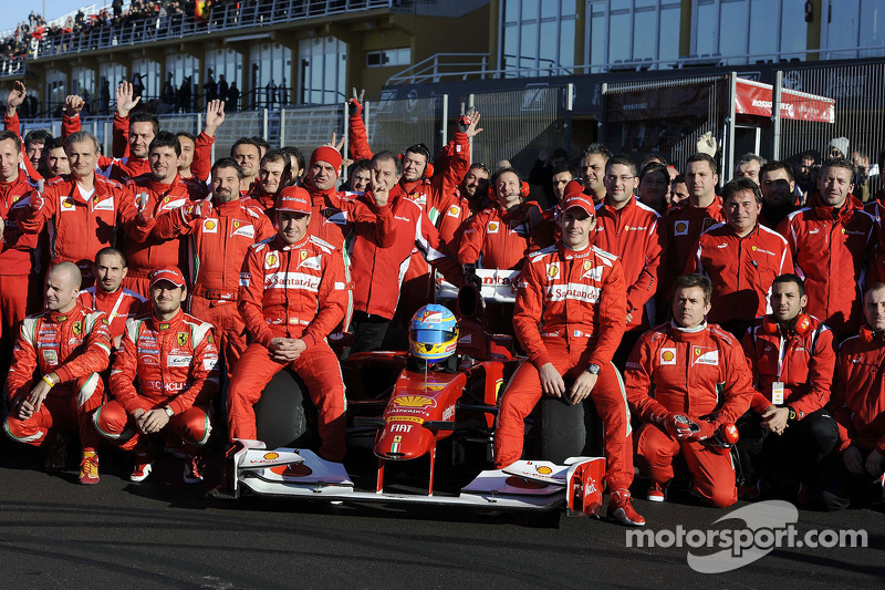 Fernando Alonso, Scuderia Ferrari with team members