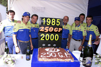 The Minardi-Fondmetal team celebrates 250 Grand Prix