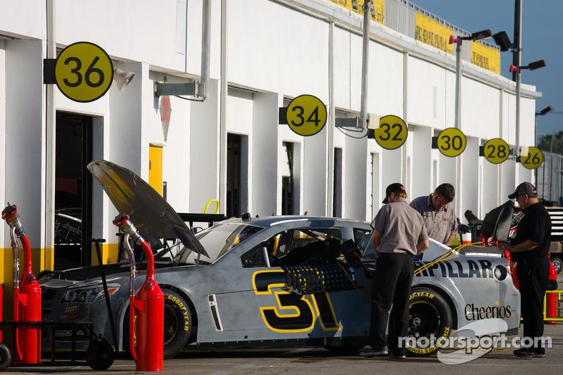 Car of Jeff Burton, Richard Childress Racing Chevrolet