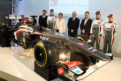 Nico Hulkenberg with the new Sauber C32, Monisha Kaltenborn, Sauber Team Principal and team mate Esteban Gutierrez, Sauber