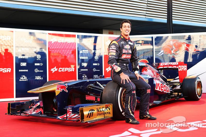 Daniel Ricciardo, Scuderia Toro Rosso with the new Scuderia Toro Rosso STR8