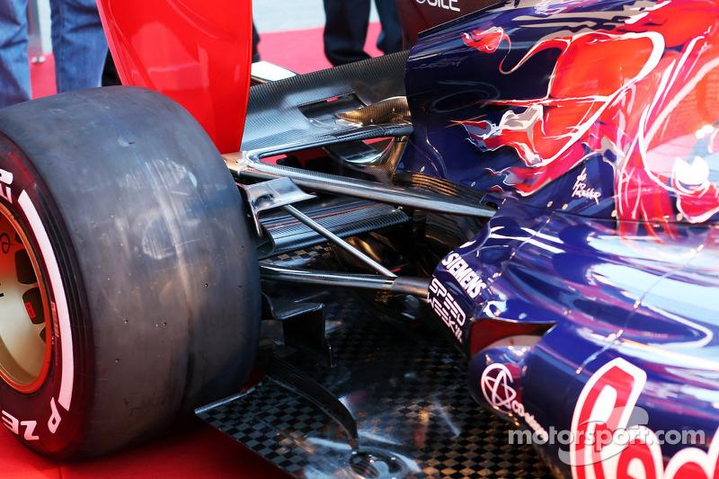 Scuderia Toro Rosso STR8 rear suspension detail