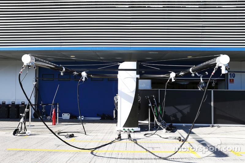 McLaren pit stop equipment