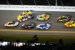 Jimmie Johnson, Hendrick Motorsports Chevrolet, Denny Hamlin, Joe Gibbs Racing Toyota, Kyle Busch, Joe Gibbs Racing Toyota, Kurt Busch, Furniture Row Racing Chevrolet crash