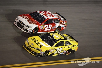 Matt Kenseth, Joe Gibbs Racing Toyota and Kevin Harvick, Richard Childress Racing Chevrolet