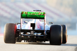 Scuderia Toro Rosso STR8 running flow-vis paint on the rear wing