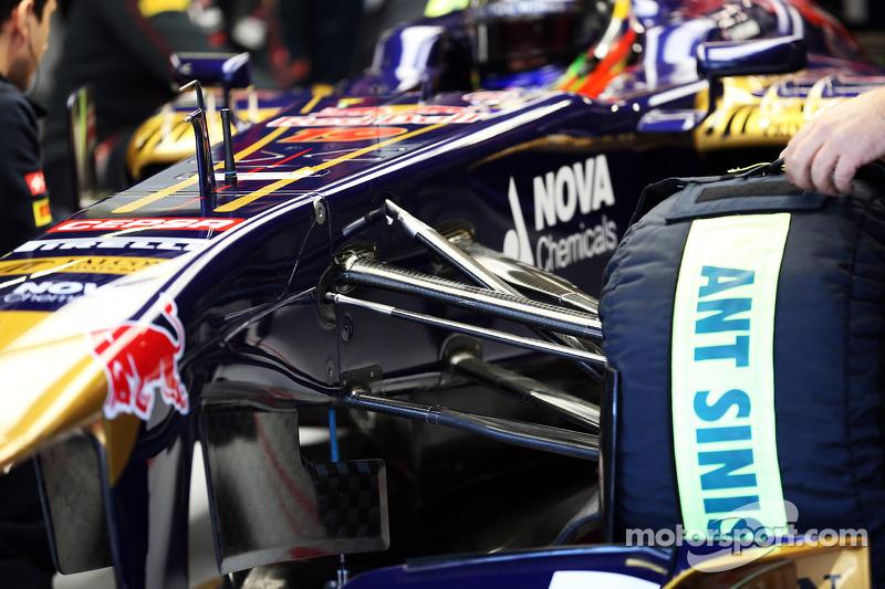 Scuderia Toro Rosso STR8 front suspension detail