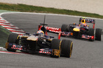 Jean-Eric Vergne, Scuderia Toro Rosso STR8 leads Mark Webber, Red Bull Racing RB9