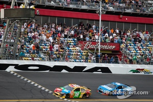 Kyle Busch, Joe Gibbs Racing Toyota takes the checkered flag ahead of Kasey Kahne, Hendrick Motorsports Chevrolet