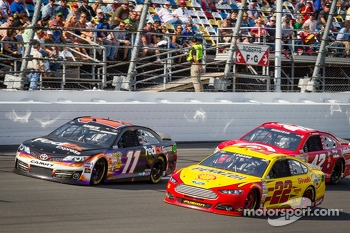 Denny Hamlin, Joe Gibbs Racing Toyota, Joey Logano, Penske Racing Ford, Juan Pablo Montoya, Earnhardt Ganassi Racing Chevrolet