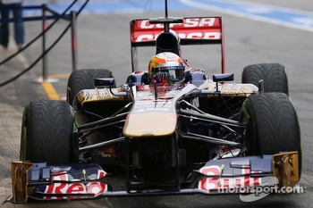 Jean-Eric Vergne, Scuderia Toro Rosso STR8 running sensor equipment on the sidepod