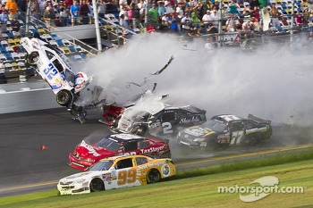 Last lap crash: Kyle Larson, Parker Kligerman and Brian Scott crash