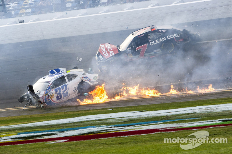 Last lap crash: Kyle Larson on fire