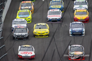Greg Biffle, Roush Fenway Racing Ford and Tony Stewart, Stewart-Haas Racing Chevrolet lead a group of cars