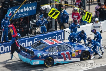 Pit stop for Elliott Sadler