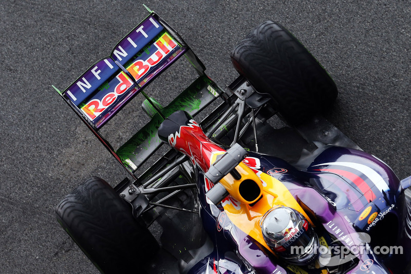 Sebastian Vettel, Red Bull Racing RB9 returns to the pits running flow-vis paint on the rear wing
