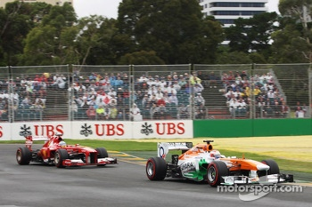 Paul di Resta, Sahara Force India VJM06 leads Fernando Alonso, Ferrari F138