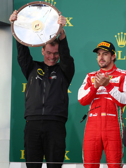 Alan Permane, Renault Race Engineer celebrates on the podium with Fernando Alonso, Ferrari