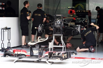 Lotus F1 E21 is prepared in the pits
