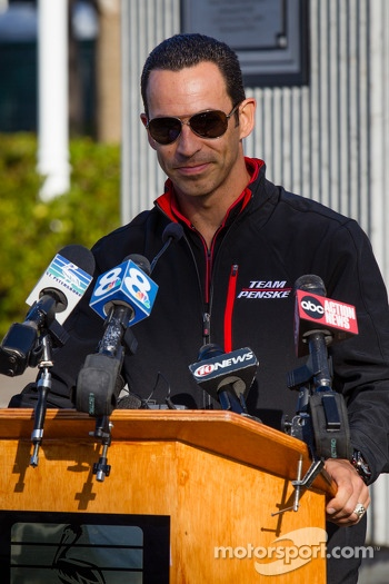 Dan Wheldon Memorial and Victory Circle unveiling ceremony: Helio Castroneves