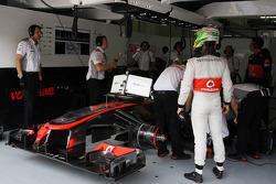Sergio Perez, McLaren MP4-28 in the pits