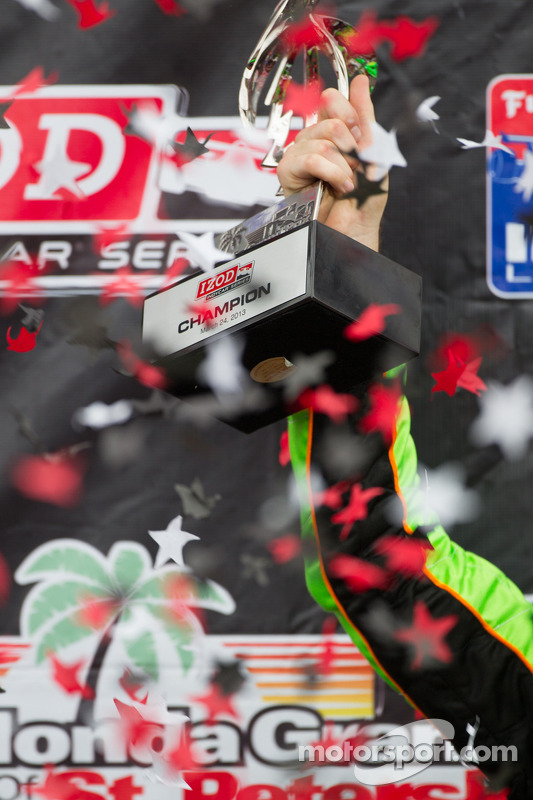 Victory circle: race winner James Hinchcliffe, Andretti Autosport Chevrolet