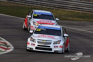 Tom Chilton and Yvan Muller in their Chevrolet Cruze RMLs