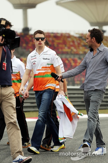 Paul di Resta, Sahara Force India F1 walks the circuit and is interviewed by Frank Montangy, Canal+ TV Presenter