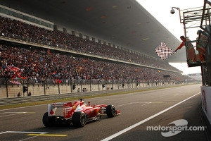 Race winner Fernando Alonso, Ferrari F138 takes the chequered flag at the end of the race