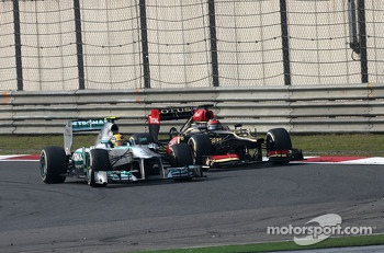 Lewis Hamilton, Mercedes Grand Prix and Kimi Raikkonen, Lotus F1 Team