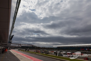 Storm clouds threaten Silverstone throughout the race