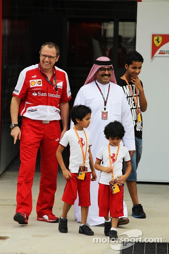 Muhammed Al Khalifa, Bahrain Circuit Chairman with Stefano Domenicali, Ferrari General Director and family