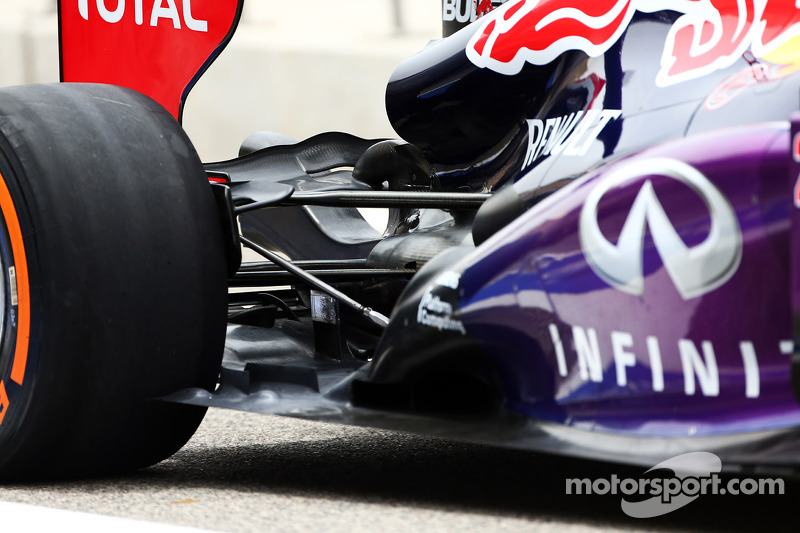 Mark Webber, Red Bull Racing RB9 rear suspension and exhaust detail