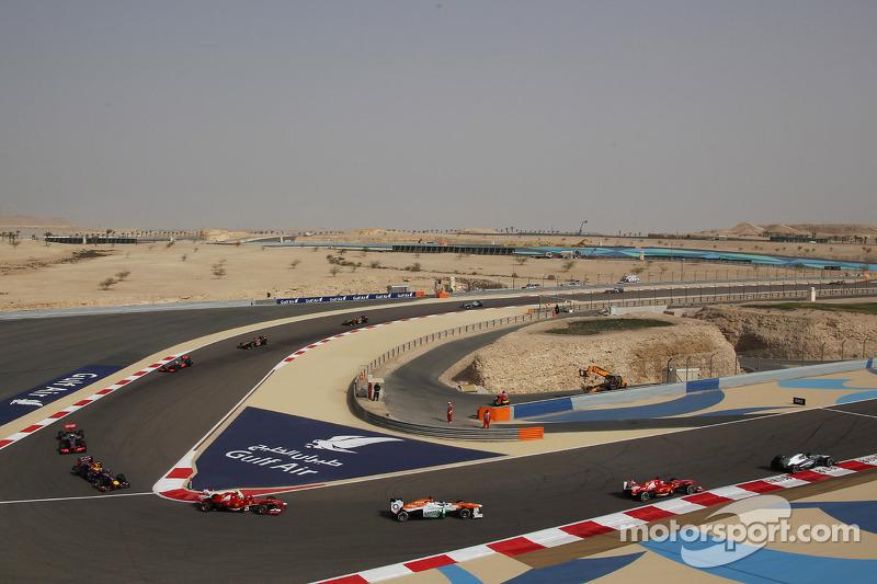 Nico Rosberg, Mercedes AMG F1 W04 leads Fernando Alonso, Ferrari F138, Paul di Resta, Sahara Force India VJM06 and Felipe Massa, Ferrari F138
