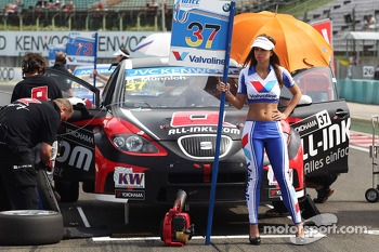 René Münnich, SEAT Leon WTCC, Münnich Motorsport and Grid Girl