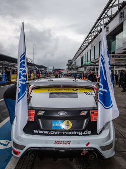 Flags are put on the #162 OVR Racing Ford Focus RS (AT): Ralph Caba, Volker Lange, Oliver Sprungmann, Ernst Sinowzik