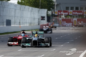Fernando Alonso, Scuderia Ferrari and Lewis Hamilton, Mercedes Grand Prix
