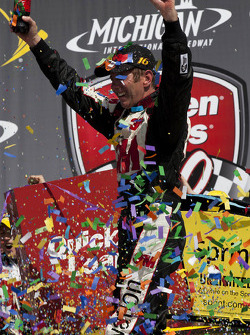 Race winner Greg Biffle, Roush Fenway Racing Ford