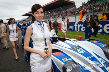 #47 KCMG Morgan LMP2 Nissan and the charming KCMG girls