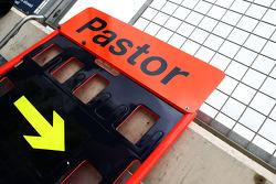 Pit board for Pastor Maldonado, Williams