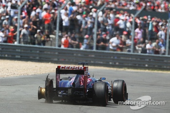 Jean-Eric Vergne Scuderia Toro Rosso STR8 sufferes a rear tyre failure