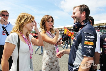 Lotus F1 Team Geri Halliwell Singer and Amanda Holden on the grid