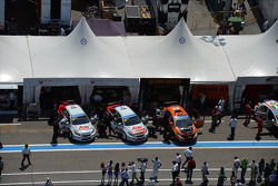 Tom Chilton, Chevrolet Cruze 1.6T, RML and Norbert Michelisz, Honda Civic, Zengo Motorsport