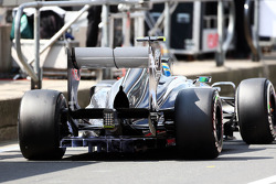 Esteban Gutierrez, Sauber C32 running flow-vis paint on the rear diffuser